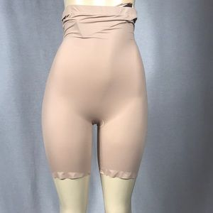 Assets Spanx High Waisted Mid-Thigh Short